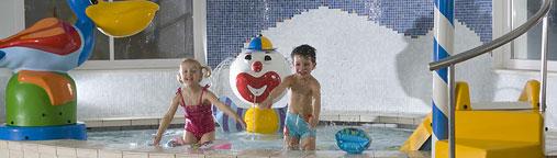 Parco piscina all 39 aperto hotel prokulus - Hotel con piscina coperta per bambini ...